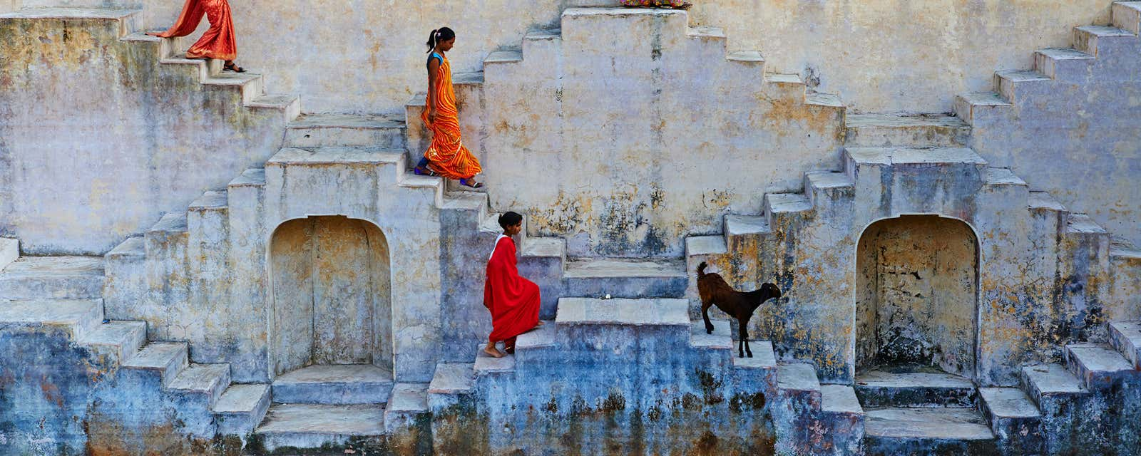 Women descending the steps of a water tank, Jaipur, India.