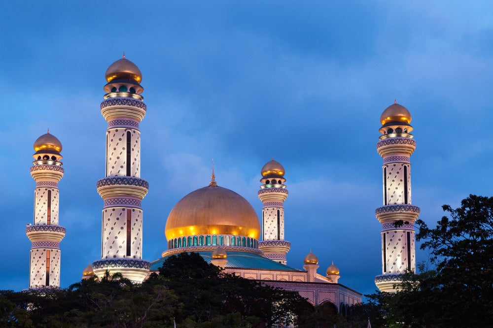 Jame'Asr Hassanil Bolkiah Mosque at dusk.