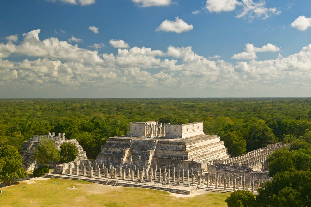 Chichén Itzá and surrounding forest.