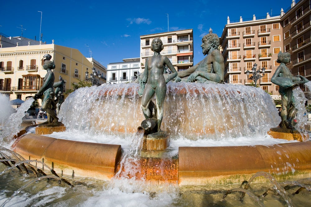 Turia Fountain, Plaza de la Virgen, La Seu and El Mercat.