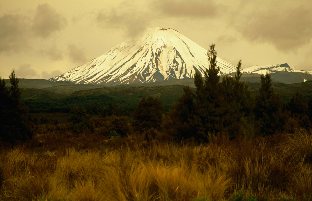 Ngauruhoe volcano (2291m) on edge of Tongariro massif.