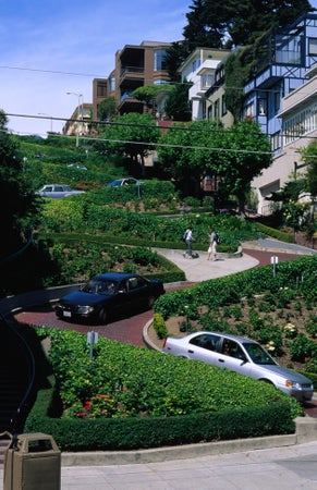 Traffic makes its way down famous Lombard Street, San Francisco, USA