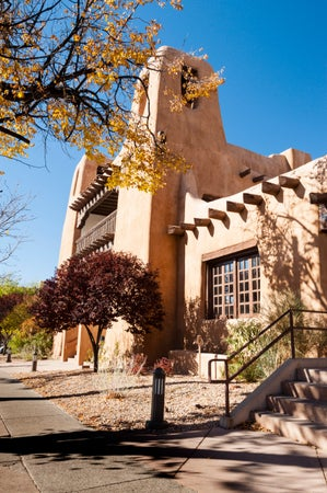 Adobe styled architecture of New Mexico Museum of Art, Santa Fe, USA