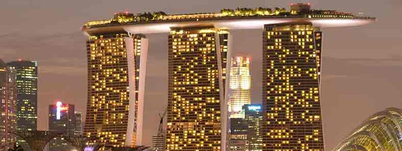Marina Bay Sands and Singapore skyline by Nicolas Lannuzel